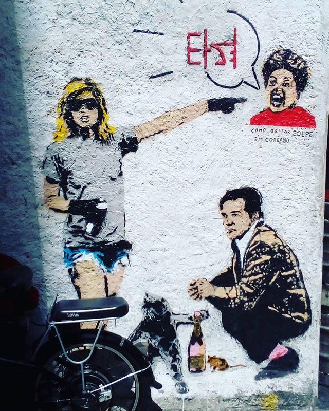 É,  foi golpe! disse ele sem tirar o cigarro da boca. #palavrasachadasnarua #poesiadeparede #poesiaderua #poesia  #streetartrio #streetartistry #grafitti #grafittibrasil #arteurbana #streetart #streetstyle #streetwear #laranjeiras #riodejaneiro  #riodejaneiroinstagram #oqueasruasfalam #olheosmuros #murosquefalam #muros #aruafala