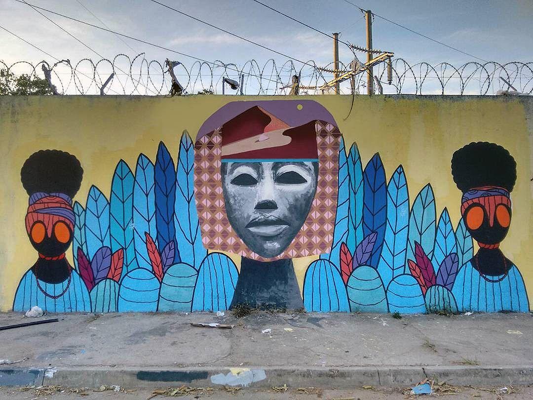 Interação com o amigo @guilherme_kid no Morro do Sossego em Senador Camará para o projeto Reciclando Pensamentos a convite do meu irmão @comandoselva22 . E sempre um prazer meu irmão. Selva.. #streetart #streetartrio #graffiti #arteurbana #arte #painting