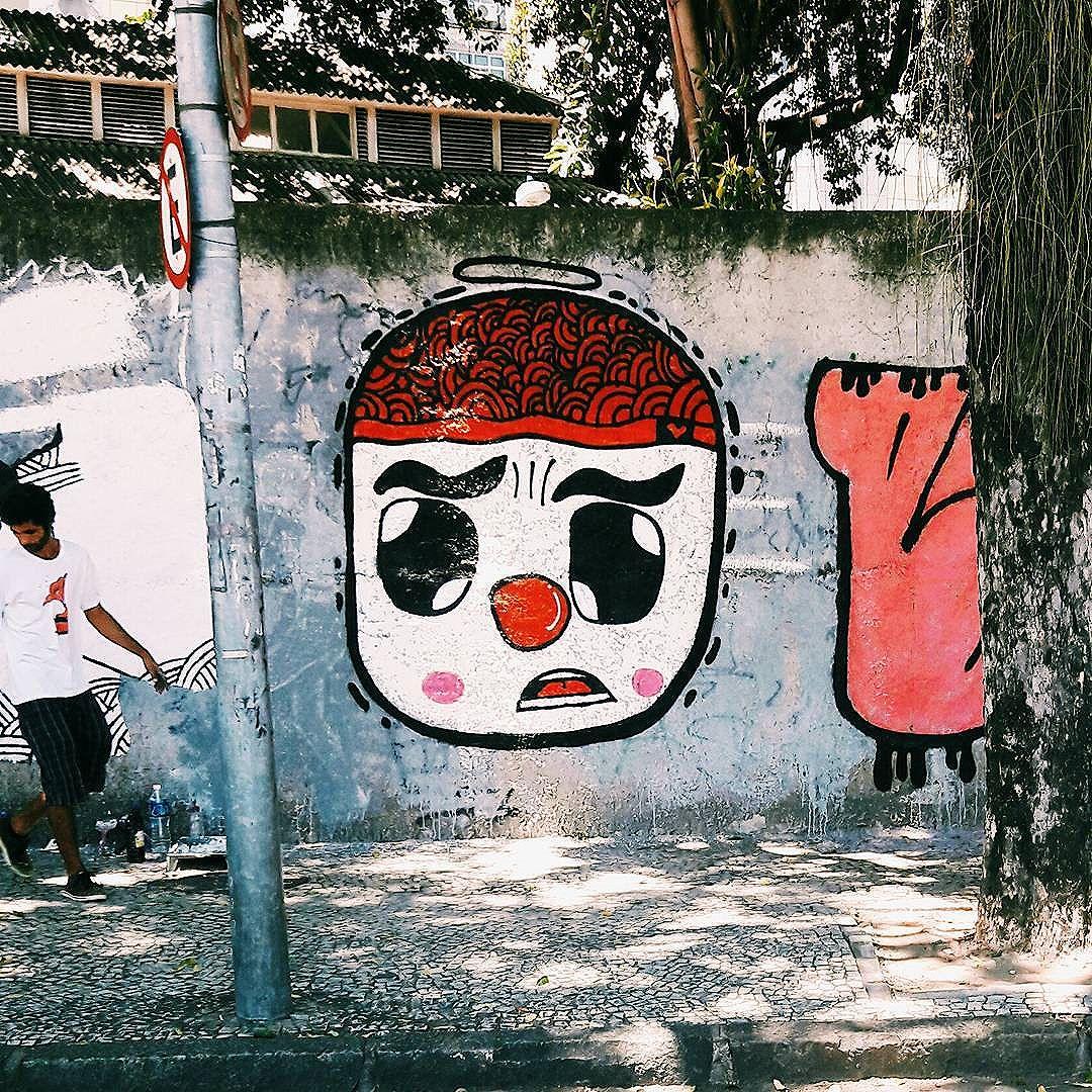 Os sem nada sorriram!! #MurdocVive #semprecalmo #fazo61 #MurdocFantastic #bdkrew #bdkria #familiaagradece #progressoprosnossos #cheirodetintanoar #rjtags  #artederua #arteurbana #graffititrains #train #trem #streetart #streetartrio #urbanart #instagraffiti #graffiti #grapixo #errejota #zonanorte #zonalsul #riodejaneiro #culturaderua #getthetrain #zonanorte #local #lapa