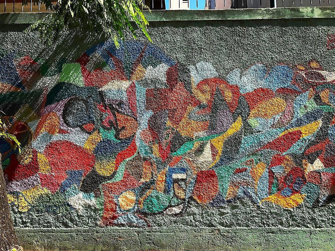 Parte da nossa contribuição  Travellera para o #grafitecoletivo na Escola Municipal Marília de Dirceu, em #Ipanema | #intervencaoartistica #intervençãourbana #artederua #grafite #grafiterj #neograffiti #streetart #urbanart #contemporaryart #artecontemporanea #graffiti #graffitiart #artebrasileira #arteurbana