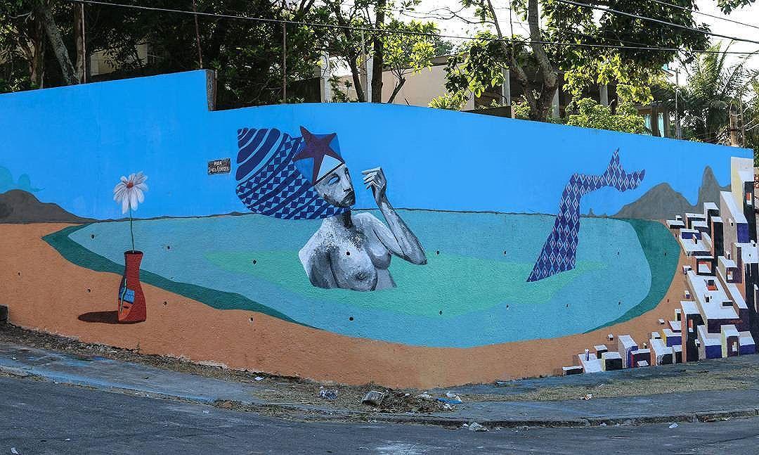 """Parte da pintura """"A BAÍA"""" feita para o projeto #Mariscarte . Valeu meu mano @mariobands gostei muito da interação.  #streetartrio #streetart #arteurbana #ururah #urbanart #graffiti #painting #sepetiba #odoia #sea #mar"""