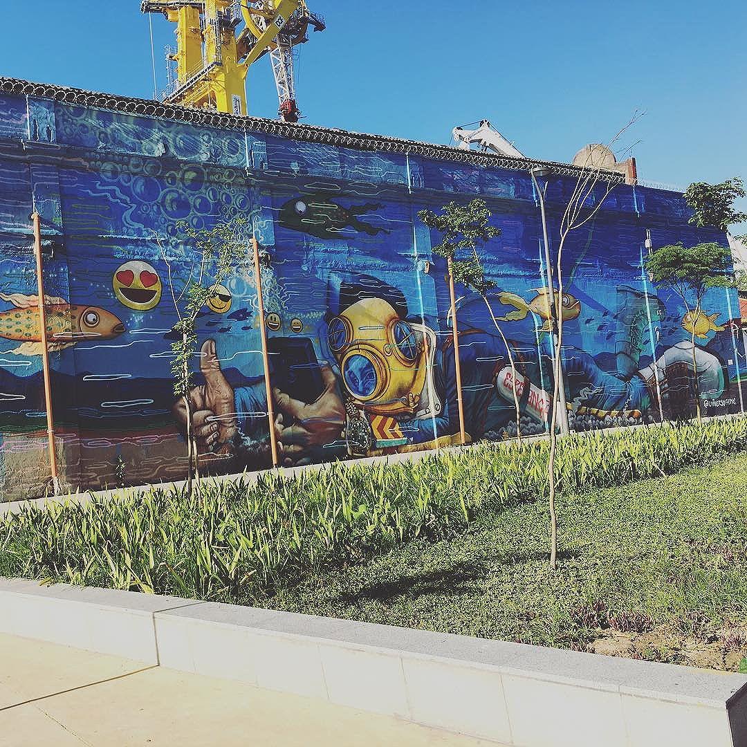 Parte externa do AquaRio. #aquario #riodejaneiro #rj #graffiti #artederua #brasil #streetartrio #acme