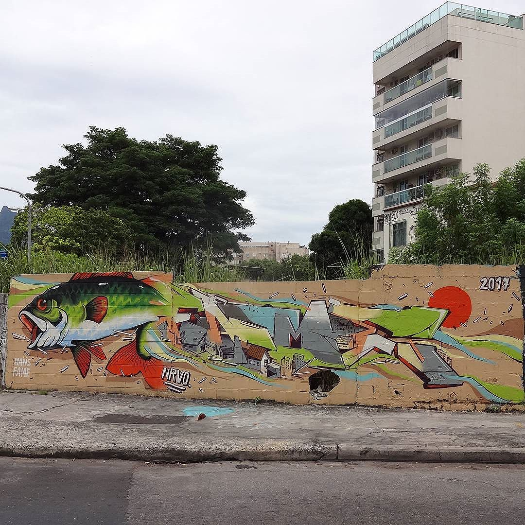 """Peixe Morre Pela Boca"" graffiti art by @raphaeltorres and @betofame . #raphaeltorres #betofame #fameone #NRVO #NRVOcoletivo #streetartrio #graffitiart #streetart #artederua #urbanart #artederua"
