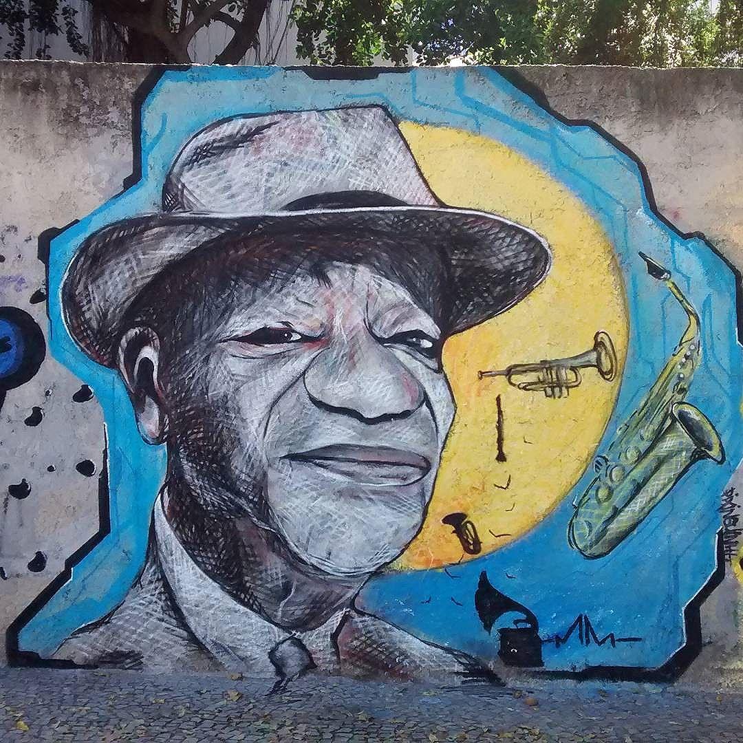 """#Pixinguinha - """"O Rei do Chorinho"""" Spray sobre chapisco! #marcelomeloarteurbana #streetstyle #streetartrio # #stagram #rio #lapa #personalidadedamusica #chorinho #música #rua #graffitiart #graffiti #streetarte"""