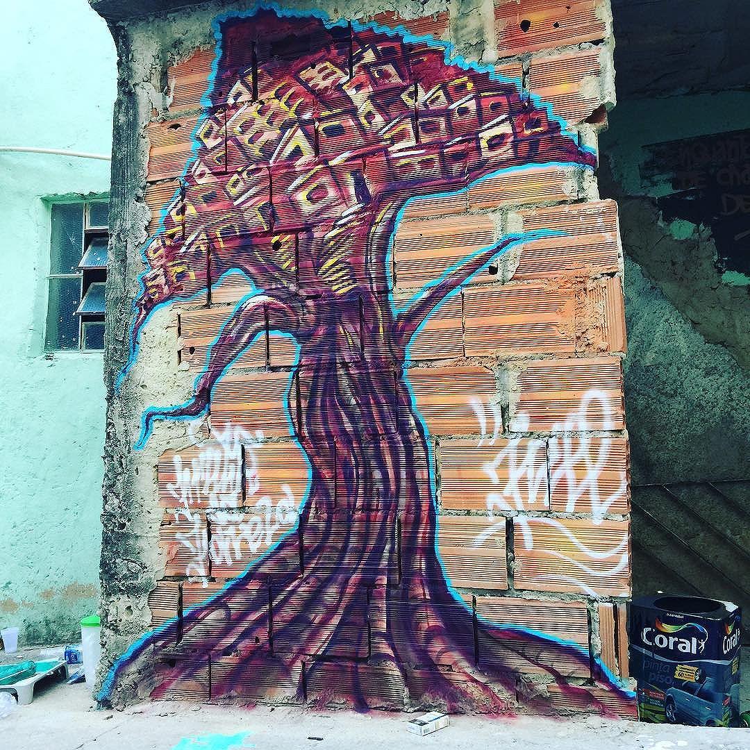 Rolé de Cria ! #frutodafavela #graffiti #streetartrio #urbanart