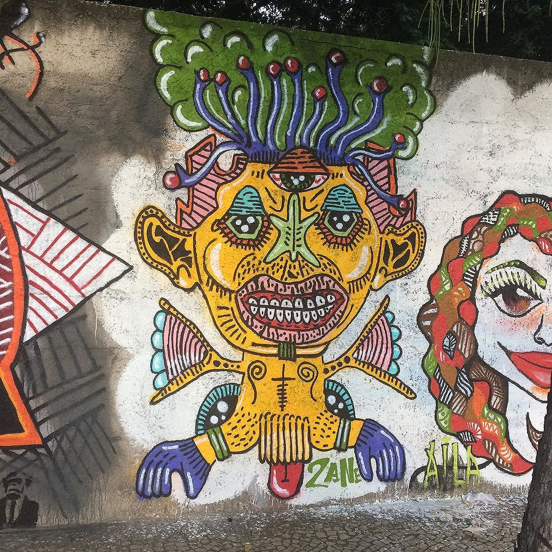 Rolo e foi bonito! ESDI resiste!  #artwork #graffiti #graffitiart #urbanart #streetart #streetartrio #artederua #spray #spraypaint #paint #painting #spraycan #zanelicious #uniqueart #juxtapoz #mural #nicestreetart #sprayart