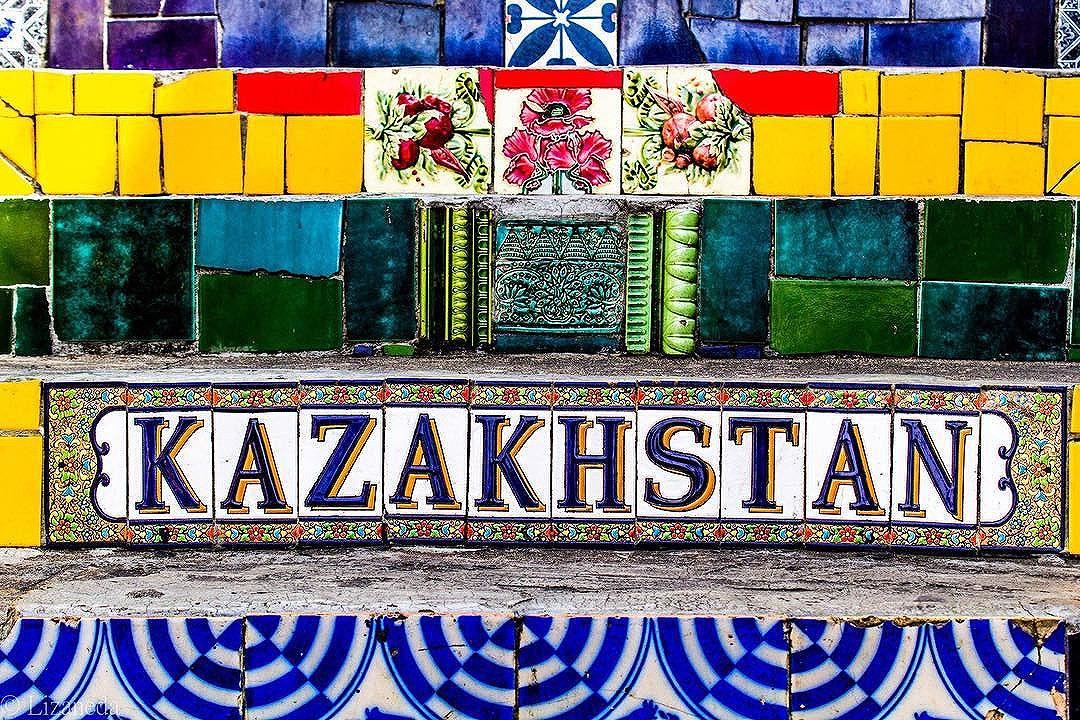 #streetart #riodejaneiro #kazakhstan #picoftheday #igersoftheday #street #streetartrio #streetphotography #art #artederua #mosaico #azulejos #escadaria #selaron #lapa #artwork #canon #instawalkrio #instaart