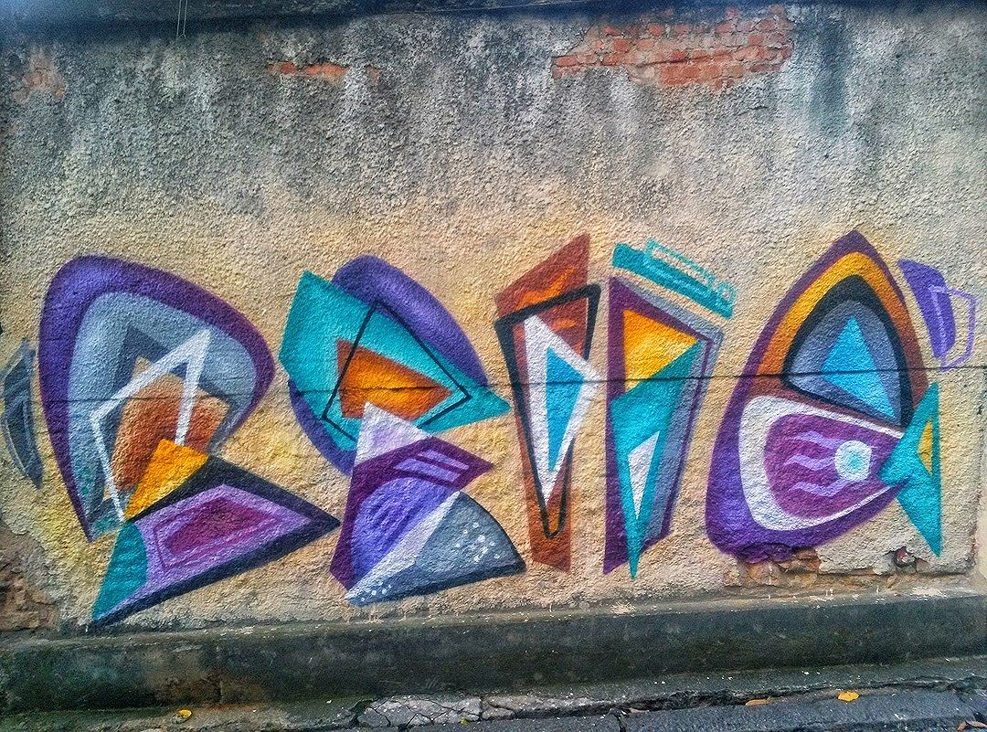 #StreetArtRio  Grafite na Ladeira do Castro, em Santa Teresa. Artista: Bella Amaral (@bellasrio) Tirada em 02/04/2016 ____________________________________  Quer conhecer mais obras desta artista e de tópicos relacionados? Explore mais em: #g021_bella #g021_grafiteiras