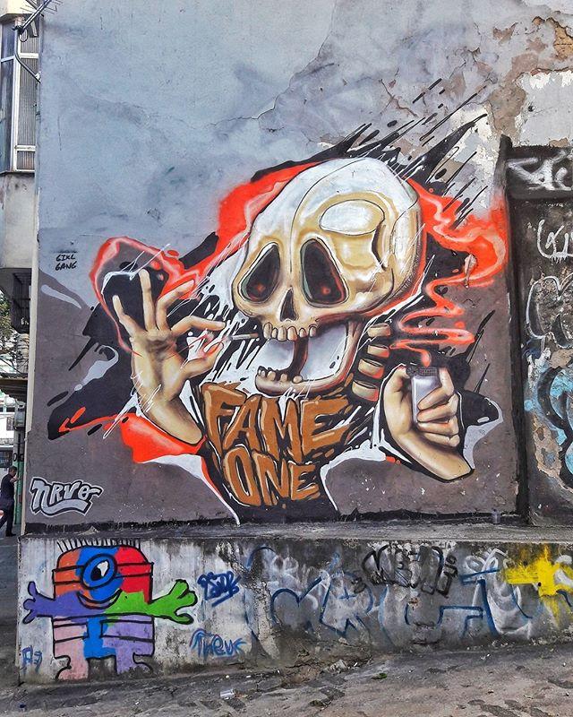 #StreetArtRio  Grafite na rua Almirante Cóchrane, próximo ao entrocamento com a rua Pereira de Siqueira, na Tijuca. Artistas: Fame (@betofame) e Theus (@matheusveiga1) Tirada em 25/08/2016 ____________________________________  Quer conhecer mais obras destes artistas e de tópicos relacionados? Explore mais em: #g021_fame #g021_theus