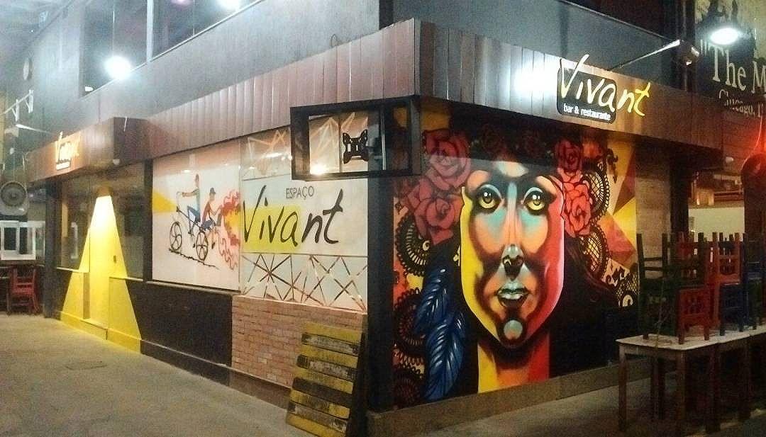 Toda a fachada grafitada! Isso é lindo de viver! #arteurbana #lyaalvesarteurbana #OsAlves  #sprayartist #streetartrio #Humaitá
