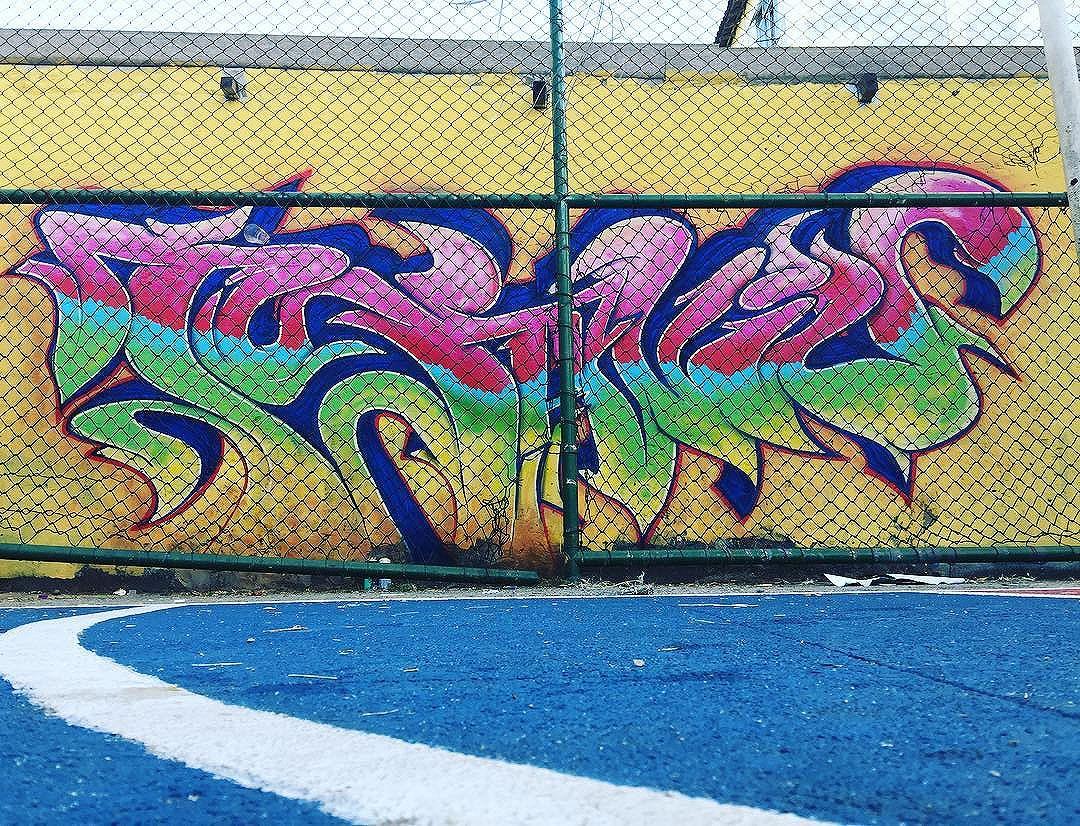 TUJAVIU. Tamu de lá dos acessos ! @leandroraios tudo de bom meu mano!  #maliciaurbana #frutodafavela #graffiti #urbanart #streetartrio