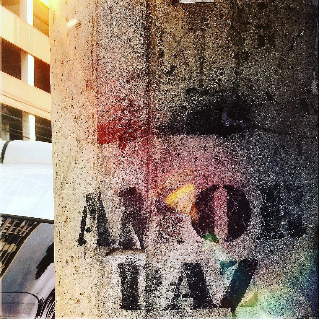 ----------------☮️------------- . . . . . . . . . . . . . . . . . . . . #oqueasruasfalam #olheosmuros #olharurbano #olharpoetico #poesiadoolhar #poesiadasimagens #urbanart #streetart #streetartrio #paredespichadas #ruaspoeticas #instapoema #misturaurbana #artrua #artederua #br_arts #clubepixel #fotoencantada #graffitiart #grafitebrasil #murosquefalam #meu_olhar_dream #urbanandstreet #vozesdacidade #wallart #asfaltoterapia #grafitebrasil #adororua