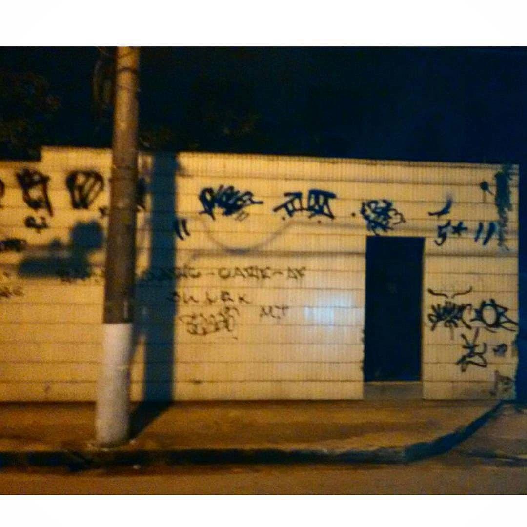 5ORIGINAL DA RUA. ORIGINAL DO RIO. A ARTE URBANA VIVE. ANTIGOS & ATUAIS. ALÉM DOS MUROS. NADA MUDA NOSSA CONDUTA.  #5estrelas #terrordorio #bondedotavala #pixacaocarioca #pixadores #vandals #underground #uniaodetribos #alemdosmuros #antigoseatuais #originaldarua #streetartrio #urbanart #vyvah #bondedovuca #vandalismo #xrf #pixo #xarpi #rap #graffiti #fivestars #tudo5 #midia #tag #culturaderua #rj #021 #brasil