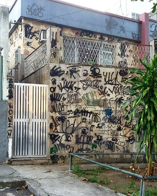 5ORIGINAL DA RUA. ORIGINAL DO RIO. A ARTE URBANA VIVE. ANTIGOS & ATUAIS. ALÉM DOS MUROS. NADA MUDA NOSSA CONDUTA.  #5estrelas11anos #poolparty #terrordorio #bondedotavala #pixacaocarioca #pixadores #vandals #underground #uniaodetribos #alemdosmuros #antigoseatuais #originaldarua #streetartrio #urbanart #vyvah #bondedovuca #vandalismo #xrf #pixo #xarpi #rap #graffiti #fivestars #tudo5 #midia #tag #culturaderua #rj #021 #brasil