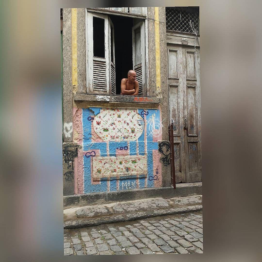 Centro da cidade  #olharever #pelasruasdoriodejaneiro #errejota #art #artepelasruas #pintura #paint #paintart #graffiti #graffitiart #graffitipaint  #spray #sprayart #sprayartist #streetartverywhere #streetartlovers #instagrafite  #streetartrio #StreetArtRio #streetartofficial #streetstyle #streetartistry #streephotography #urban #urbanart #urbanstreetart #mural #muralart #instagood #ınstagramphotography