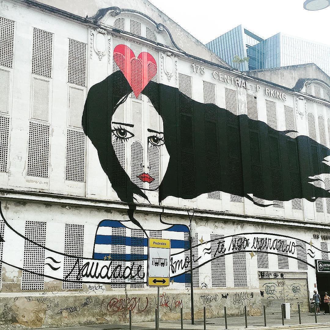 ...esperando, parada, pregada na pedra do porto. com seu único velho vestido, cada dia mais curto... ️ #rj #hytawainer #streetart #graffiti #streetartrio #chicobuarque #grafite
