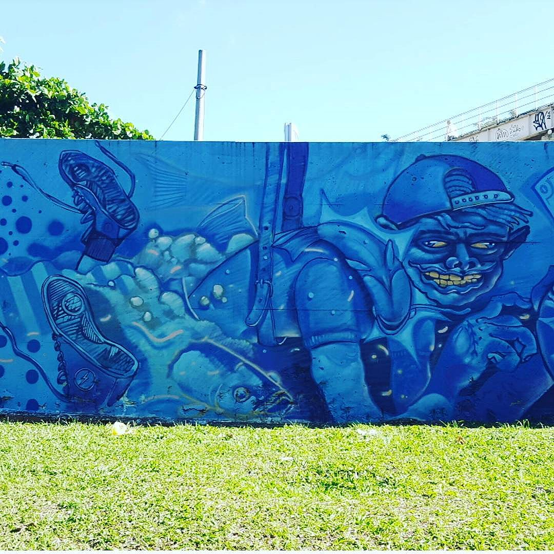 Paredes do  Trem - Metrô Rio- Linha 2 - ZN Nova América  #olharever #pelasruasdoriodejaneiro #errejota #art #artepelasruas #pintura #paint #paintart #graffiti #graffitiart #graffitipaint  #spray #sprayart #sprayartist #streetartverywhere #streetartlovers #instagrafite  #streetartrio #StreetArtRio #streetartofficial #streetstyle #streetartistry #streephotography #urban #urbanart #urbanstreetart #mural #muralart #instagood #ınstagramphotography
