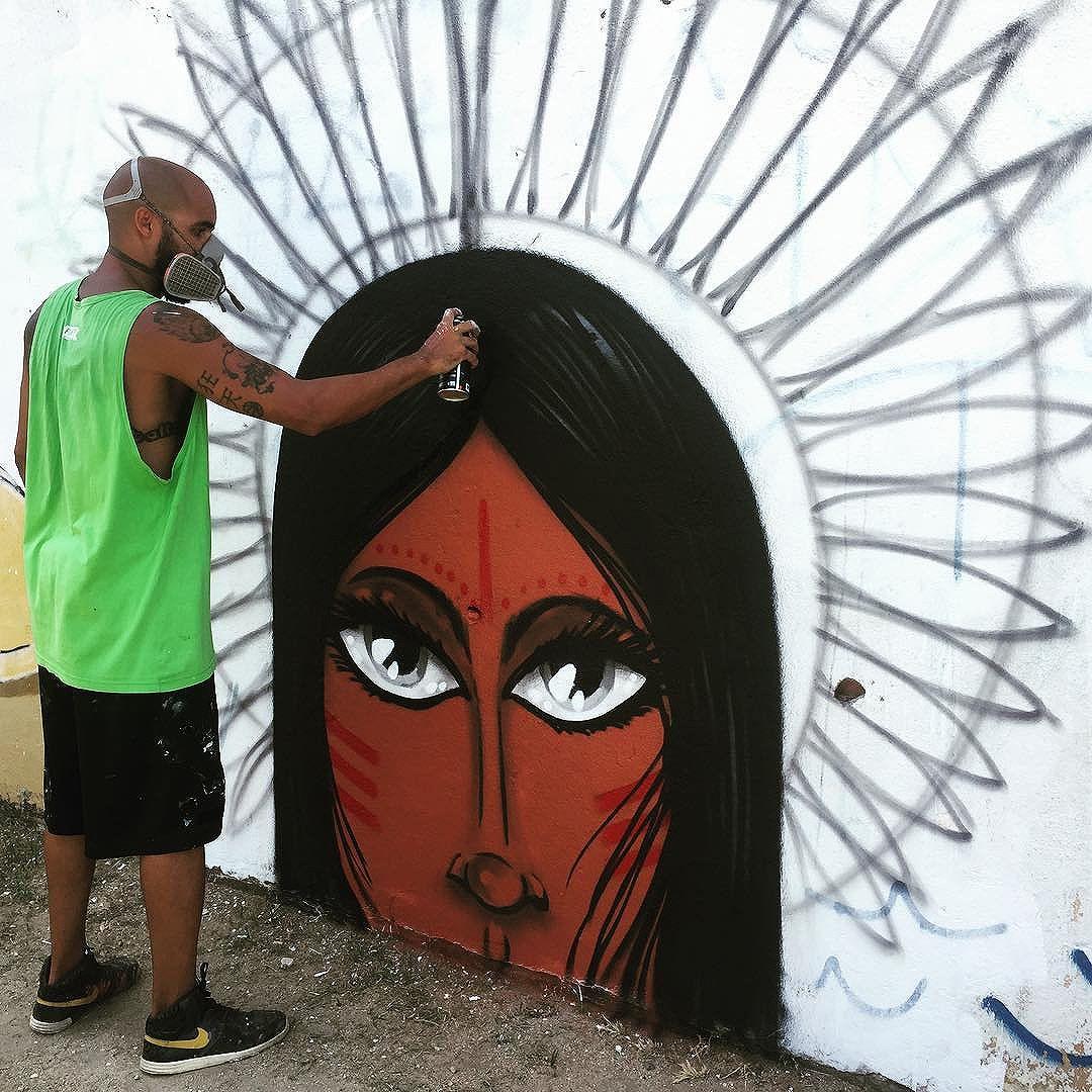 """""""Pra ela não exige caminhos fechados"""" #pandronobã #cabocla #streetartrio #povodamata #streetart #índia #loveart #riodejaneiro #zonanorteetc #ruasdazn #lifestyle #arteurbana 2017"""