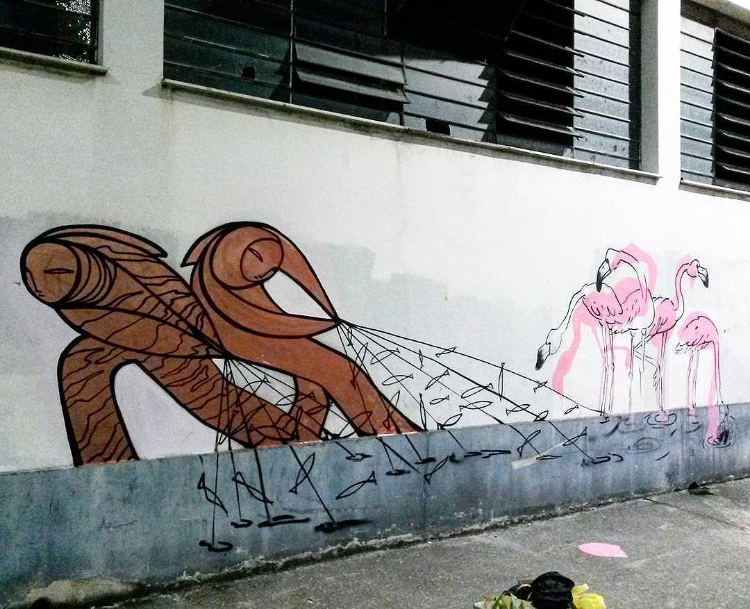 Rapidinho com @pia_transborda . Obrigado mais uma vez pelas oportunidades. #trapacrew #streetartrio #streetartrj #flamingo #flamingos #flamenco #churrasgraffiti #graffiti #grafite #graff #graffitiporn #street #colorful #wall #city #urban #spraydaily #граффити #spraycanart #sprayart #graffity #adorofarm #streetart #rafagraffiti #rafa