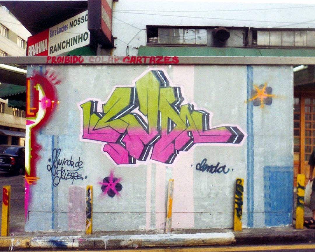 2003. Centro/ Bela Vista em frente a Faculdade Paulista de Artes.