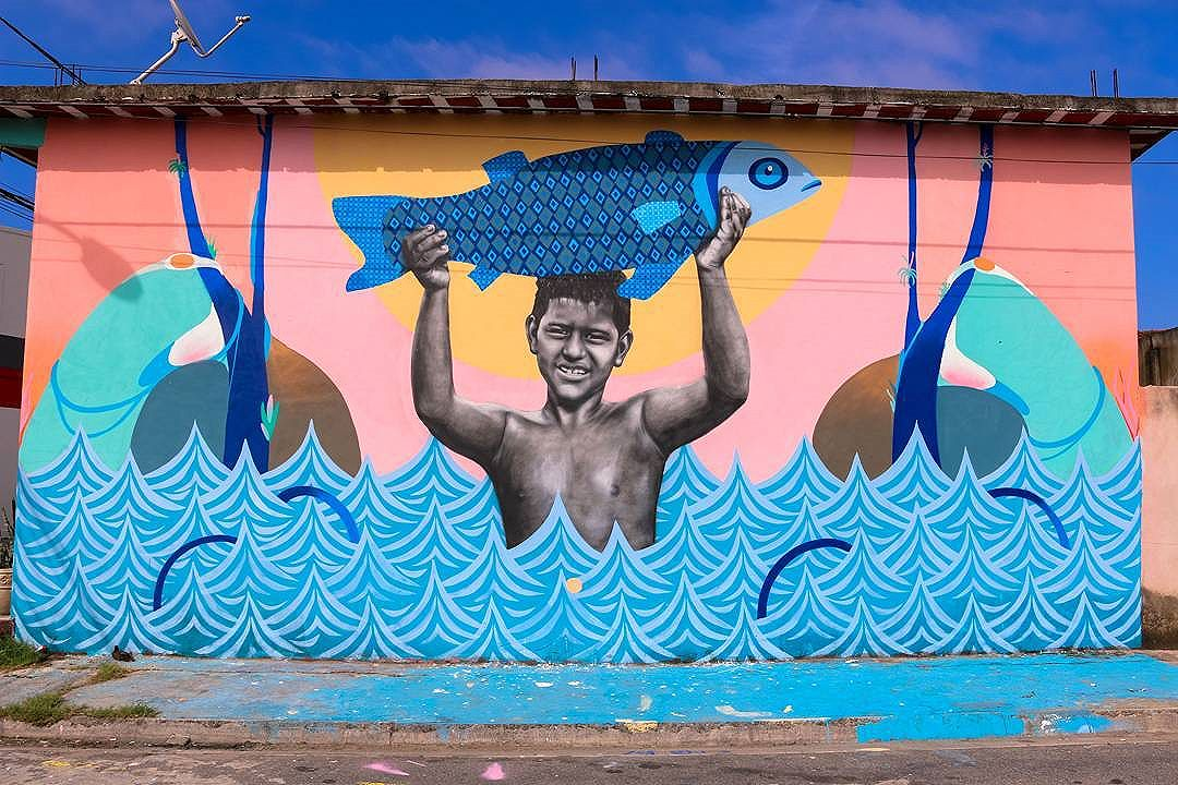 Painel realizado pelos artistas @cetysoledade ,@tainancabral e @ururah homenageando o caiçara Pedrinho pescador local de apenas 11 anos de idade  #graffitti #streetartrio #streetart #graffiti #arteurbana #arte #errejota #sepetiba #instagraffiti #elgraffiti #spraydaily #wallart #sepetiba.