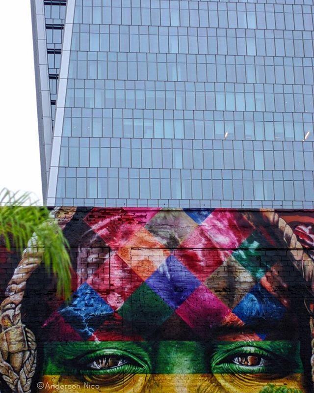 Rio de Janeiro, Pentax 50mm 1.4 #streetart #streetartrio #artederua #intervention #artrio #kobra #streetphotography #streetphoto #grafite #pentax #analoguelens #analoguephotography #downtown #city #cidade #urbanspace #riodejaneiro #rj #021 #fragmentosurbanos #andersonnico