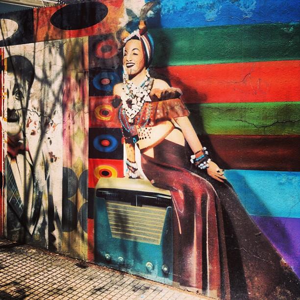 O tema de hoje do #gf_daily #gang_family é #gfd_graffiti Então, aqui vai uma parte diferente do mural do #studiokobra em homenagem à #mpb que postei outro dia #latergram