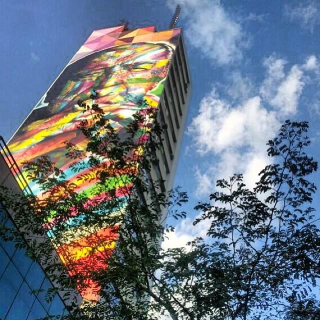 ========== • Praça Oswaldo Cruz (Arte em prédio realizada pelo grafiteiro Eduardo Kobra homenageando o Arquiteto e Urbanista Oscar Niemayer) ========== • São Paulo - SP. ==========