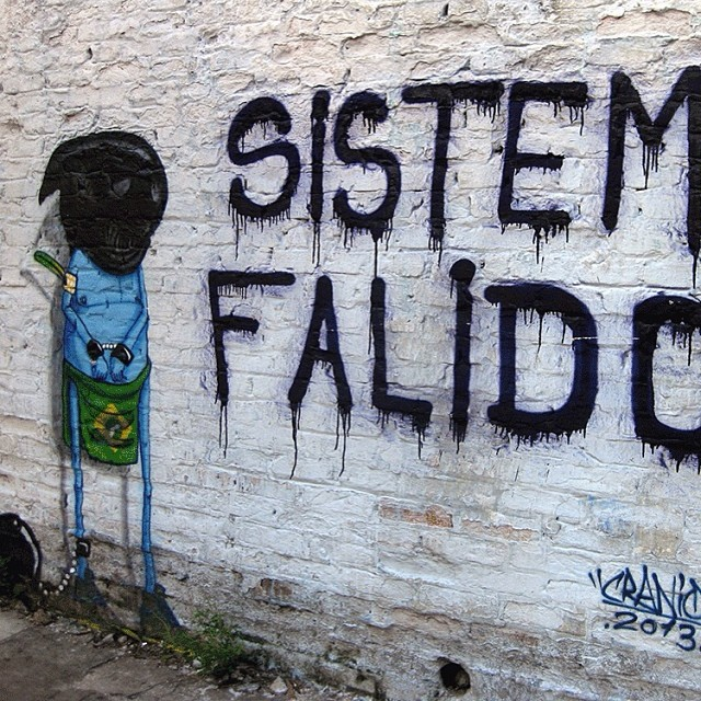 Sistema falido! Cranio #StreetArtSP. www.jacktwo.com