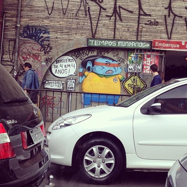 Brasileiros de 4 em 4 anos - #oqueasruasfalam #asruasfalam #muros #streetartsp #streetart #osmurosfalam #pelasruas #cool #grafite #artederua #intervencaourbana #pelasruasdesampa #instalove #instagrafite #instapixo #instasampa #pixo #paredes #rua #copapraquem