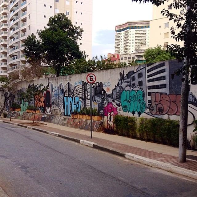 Centro - São Paulo #streetartsp #streetartsaopaulo #streetarbrazil #sampagraffiti #graffitimagazine #dopeshotbro #DSB_Graff #streetartandgraffiti #urbanart #graffiti #grafite #coolsampa #rsa_graffiti #streetart #graffiti #grafite #streetartshots #streetartuncovered #graffitidesign #instagraff #i_support_street_art #isuportstreetart #streetart #sprayart #tv_streetart #saopaulosao