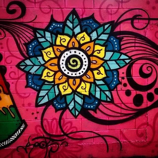 Cor nas cinzas ruas #streetart #colors #streetartsp #streetartphotography #streetartsaopaulo #sampagraffiti #streetartlovers #AvBrigadeiroLuizAntonio