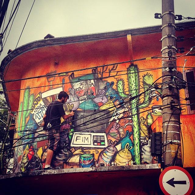 #mundano_sp #livepaint #urna #polictics #eleicao2014 #corrupção #protesto #essipe #ruasp #sampagraffiti #coolsampa #saopaulowalk #streetartsp #milagres #instagrafiteoff #igf