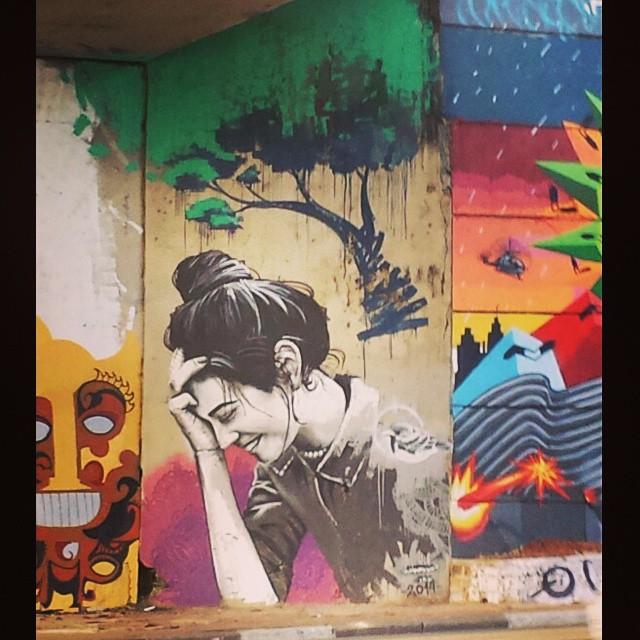 E até os muros da cidade sabem que hoje é sexta feira! Sorrie-se!!!! #instamuro #instaarte #streetartsp #graffitsp #grafitesp