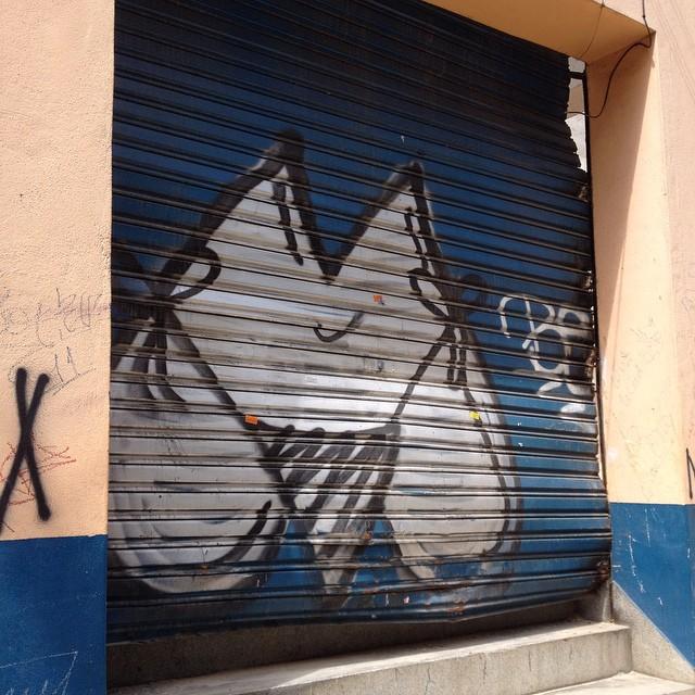 M #streetartsp #streetart #graffiti #graff #saopaulo #sampa #bikini #sampagraffiti #ruanews #jacktwo #m #shutter #oscarfreire #pinheiros #spraycan #wallart