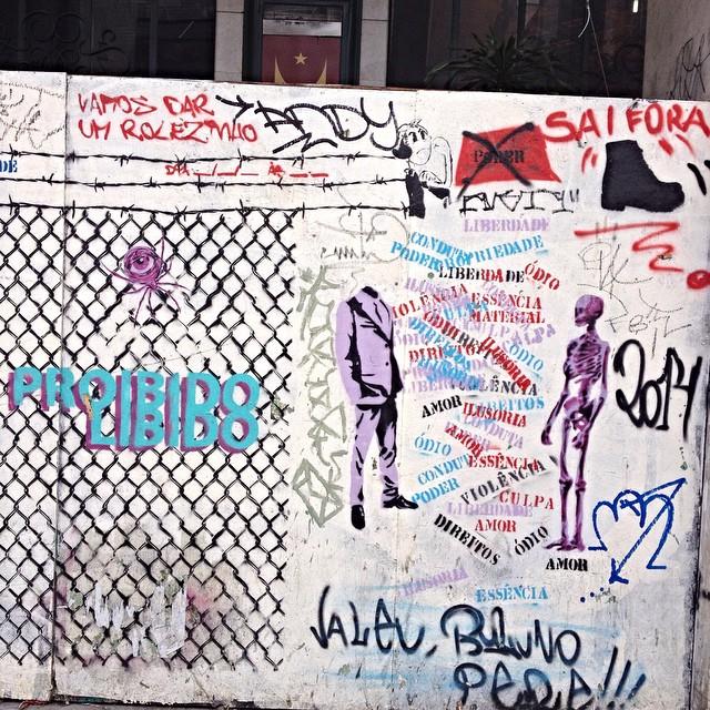 Centro - São Paulo #streetartsp #streetartsaopaulo #streetarbrazil #sampagraffiti #dopeshotbro #DSB_Graff #streetartandgraffiti #urbanart #graffiti #ArtDeLaRue #coolsampa #rsa_graffiti #streetart #grafite #streetartshots #artFido #streetartuncovered #instagraff #i_support_street_art #stencil #isuportstreetart #streetartofficial #sprayart #tv_streetart #estencil #saopaulosao #igerssaopaulo