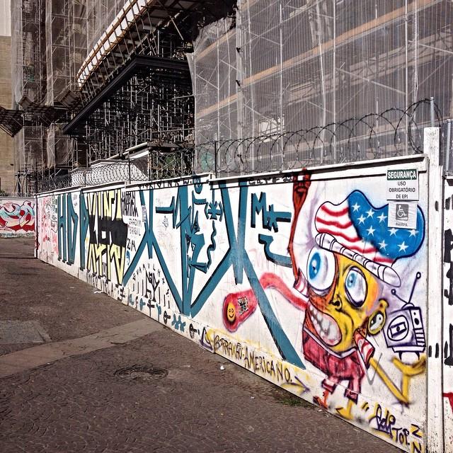 Centro - São Paulo #streetartsp #streetartsaopaulo #streetarbrazil #sampagraffiti #dopeshotbro #DSB_Graff #streetartandgraffiti #urbanart #graffiti #ArtDeLaRue #coolsampa #rsa_graffiti #streetart #grafite #streetartshots #artFido #pixo #streetartuncovered #instagraff #i_support_street_art #spbgrafite #isuportstreetart #streetartofficial #sprayart #tv_streetart #grapixo #saopaulosao #igerssaopaulo