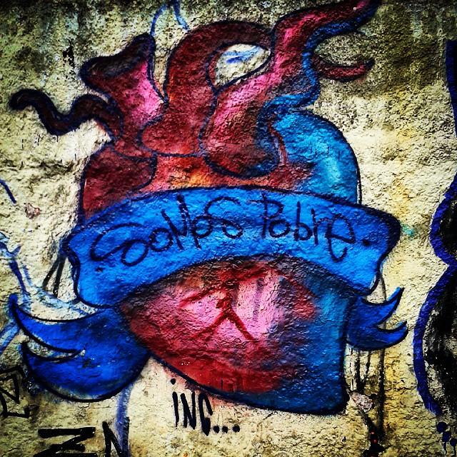 Somos pobres por amar pouco, bem pouco. #SP #SPBrazil #SPlovers #pelasruasqueandei #streetart #graffiti #graffitiart #artisticintervention #urbanart #urban #walkinginthestreet #streetlife #art #artederua #arteurbana #murosurbanos #urbanwalls #StreetArtSp #olheosmuros #
