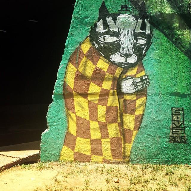 Cat hidding at the end of the 23 de Maio highway by @thiagogoms321 #goms #cat #sambadograffiti #sampagraffiti #graffiti #graffiti_clicks #grafite #graf #streetart #streetartsp #streetphoto #streetarteverywhere #streetartphotography #spray #SPBGRAFITE #spraypaint #urbanwall #urbanart #wallart #saopaulo #brasil #rsa_graffiti #DSB_graff #braznu #sampa #tv_streetart #saopaulocity #tv_sa_simplicity_graff #streetartofficial #23demaio