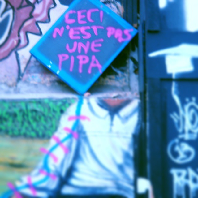 Brincando na vila Arte: #srgaroto @pfranca_fotopoesia  @instagrafite  @porondeandeisp @oqueasruasfalam @olhesp @mi_synchronicity #becodobatman  #arteurbano  #artederua #streetartsp #poesiaderua #poesiaurbana #youdoart
