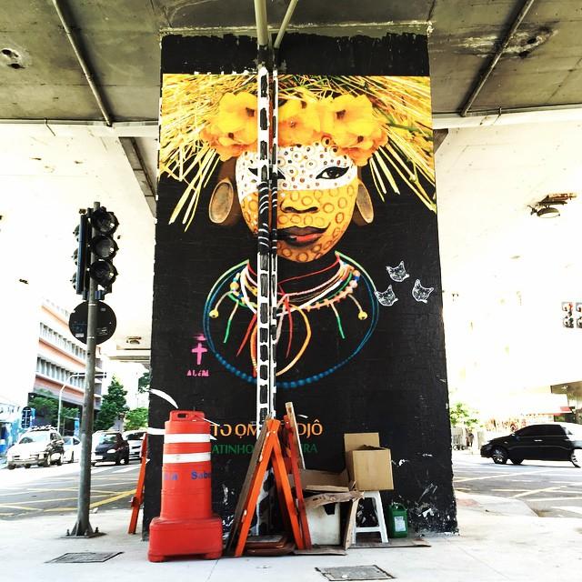 Máscaras Afro-Brasileiras Projeto Omô Lodjô de Renatinho da Silveira no Minhocão entre as ruas Gal Jardim e Largo do Arouche #projetoomolodjo #renatinhodasilveira #minhocão #sampa #saopaulo #saopaulograffiti #sp #splovers #instagraffiti #instasaopaulo #arteurbana #urbanart #graffiti #graffitisaopaulo #coolsampa #streetart #streetartsp #streetartsaopaulo #elevadocostaesilva #minhocão