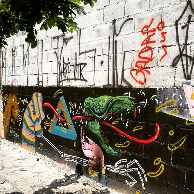#SP #SPBrazil #SPlovers #SPcolors #pelasruasqueandei #streetart #graffiti #graffitiart #artisticintervention #urbanart #urban #walkinginthestreet #streetlife #art #artederua #arteurbana #murosurbanos #urbanwalls #StreetArtSp #olheosmuros #instagraffiti #mondokisso