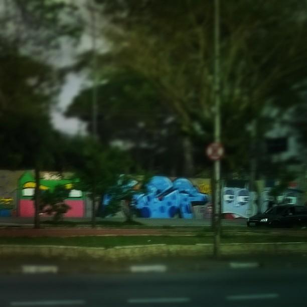 Passei de bus, mas eu volto com a #fujis4000 #sambadograffiti #artederua #sigagraffitisp #tv_streetart_ #streetart_daily #streetartofficial #sampagraffiti #graffiti_br #ig_graffiti #rsa_graffiti #streetartsp #ç #dsb_graff #streetart #graffitisp #urbanart #graffitiporn #ruasp #graff #graffiti #tv_streetart #ingf #brasil