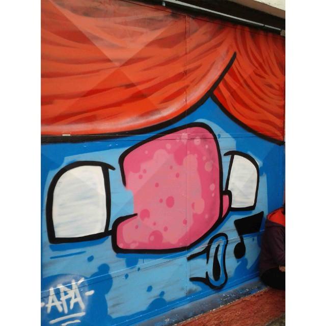 """""""Quem canta seus males espanta"""" Mooca - SP - 2013 #graffiti #graffitiart #graffitiartist #graffitistyle #graffart #arte #art #arts #artist #colors #color #spcolors #sp #spraycan #cartoon #personagem #brazilianart #brazilianartist #brazilianstyle #style #urbanart #urbanstyle #urbanartist #apa #apaone #maiscorporfavor #streetartsp #streetart #arteurbana"""