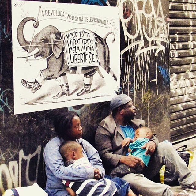#major_art #revolução #arteurbana #ruasquefalam #streetart #streetartsp #manifesto #arteurbanasp #pelosmuros #graffiti #graff #streetartsp #StreetArtSP #cartaz #lambelambes #lambelambesp #streetarteverywhere #lambelambe #major #artecallejero #lambelambes #wallporn #pasteup #urbanart #taescritoemsampa #oqueasruasfalam #spart #olheosmuros #urbanartist #lambe #vozesdarua #arteurbanasp