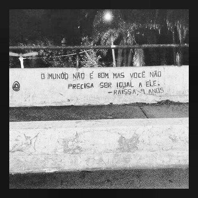#streetart #streetartsp #poesiaurbana #artederua #intervencaourbana #splovers #sp #lambelambe #grafite #pixo #murosquefalam #osmurosfalam #oqueasruasfalam #acidadefala #oquearuafala #arteurbana #vinarua #asruasfalam #taescritoemsampa #urbanart #urbanwalls #wallporn #art #instagraffiti #instagood #graffitiporn #streetarteverywhere #arte #fotografiaderua