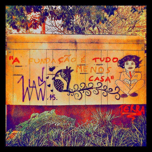 """A Fundação é tudo, menos casa"" #streetart #streetartsp #poesiaurbana #artederua #intervencaourbana #splovers #sp #lambelambe #grafite #pixo #murosquefalam #osmurosfalam #oqueasruasfalam #acidadefala #oquearuafala #arteurbana #vinarua #asruasfalam #taescritoemsampa #urbanart #urbanwalls #wallporn #art #instagraffiti #instagood #graffitiporn #streetarteverywhere #arte #fotografiaderua"