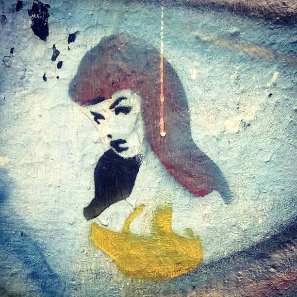 Branca de neve ? Kkkk #graffiti_of_our_world #sampagraffiti #graffitibr #artederua #graffiti_br #ig_graffiti #rsa_graffiti #streetartsp #streetcandy #dsb_graff #streetart #graffitisp #streetshots #urbanart #graffitiporn #graffitiplanet #graff #graffiti #tv_streetart #ingf #grafflife #streetphotography #brasil