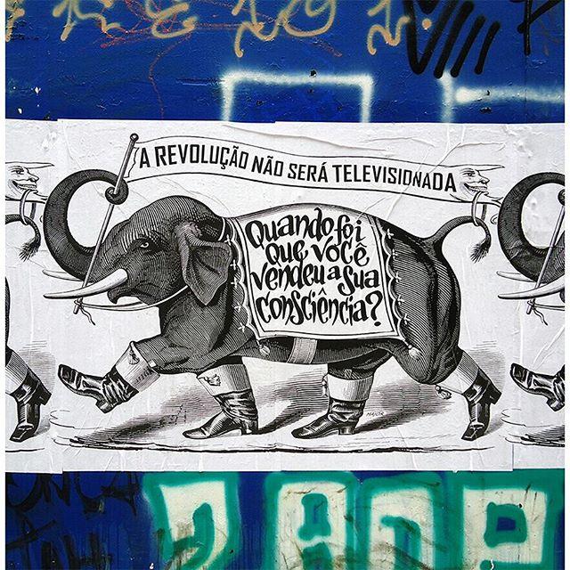 #major_art #revolução #arteurbana #ruasquefalam #streetart #streetartsp #manifesto #arteurbanasp #pelosmuros #graffiti #graff #streetarteverywhere #lambelambe #major #artecallejero #lambelambes #wallporn #pasteup #urbanart #taescritoemsampa #oqueasruasfalam #spart #olheosmuros #urbanartist #artederua #wallporn #urbanart #pasteup #wheatpaste
