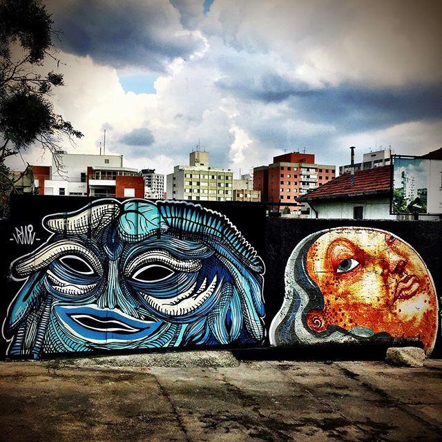 Um lugar genuinamente sui generis em São Paulo. #streetartsp